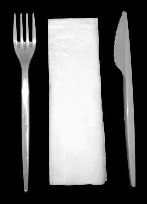 Műanyag előrecsomagolt kés, villa, szalvéta [50db]