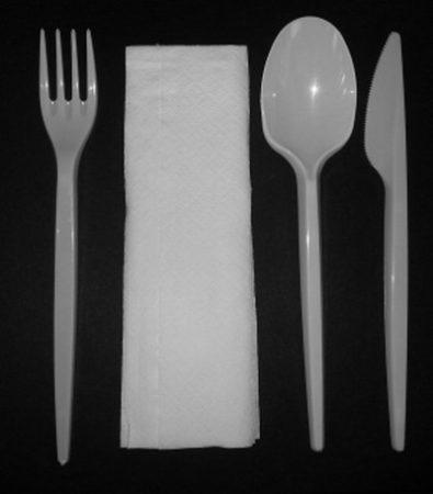 Műanyag előrecsomagolt kés, villa, kanál, szalvéta [50db]